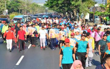 Gubernur Lepas Gerak Jalan Santai dalam rangka Diesnatalis Unhas ke-63
